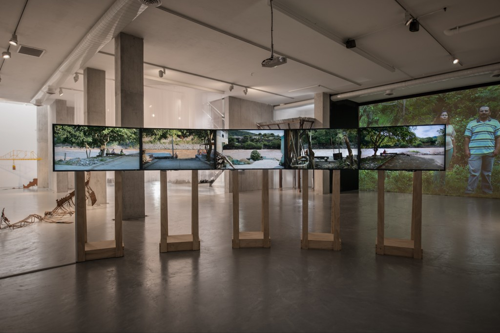 El agua que tocas es la última que ha pasado y la primera que viene (The water that you touch is the last of what has passed and the first of that which comes), 2013. Multi-channel video installation, LARA 2012, Bogotá, 2013.